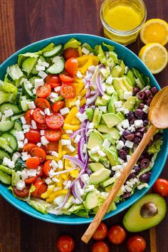 Fresh Greek Salad is a must try! So healthy with cucumber, tomato, avocado, olives and feta. You will want the easy Greek dressing on all of your salads! Salade Healthy, Healthy Tuna Salad, Avocado Chicken Salad, Healthy Salad Recipes, Cucumber Salad, Diet Recipes, Greek Salad Ingredients, Greek Salad Recipes, Salad Recipes Video