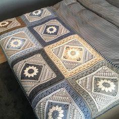 Ferdig med teppe som skal dekke den nederste delen av sengen❄️ ~~~~~~~~~~~~~~~~~~~~~~~~~~ Finished the blanket for mye bed. I think it looks good on my bed ❄️ Pattern by #lookatwhatimade Dedri Uys and Jenny Lowman #charlottesdreamcrochetblanket ______________________________________ #hekle #hekleteppe #hekleglede #hekledilla #crochet #ctochetlove #crocheting #crochetaddicted #crocheblanket #craftastherapy #instacrochet #virka #virkat #virkstagram #ganchillo #örgü #haken