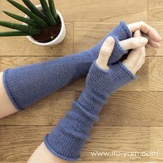 These simple, comforting wrist warmers are an easy project for relatively new knitters or a quick and portable side project for advanced knitters. Knit in the round in stockinette stitch with a thumb gusset. Free from the ITO website. Loom Knitting Patterns, Knitting Designs, Knitting Projects, Hand Knitting, Knitting Machine, Hat Patterns, Knitting Tutorials, Knitting Ideas, Stitch Patterns