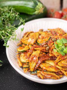 Zucchini, Kung Pao Chicken, Pasta Recipes, Spaghetti, Paleo, Ethnic Recipes, Food, Interior, Gastronomia