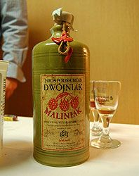 Polish Mead of dwójniak type | Traditional alcoholic beverage produced by fermenting a solution of honey and water, drunk in Poland since Middle Ages.