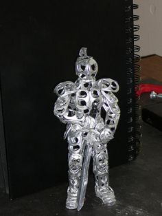 This Knight is made from roughly can tabs and super glue. Soda Can tab Knight Painting Canvas Crafts, Flower Painting Canvas, Soda Tab Crafts, Tape Crafts, Pop Can Crafts, Pipe Cleaner Crafts, Pipe Cleaners, Pop Can Tabs, Monster Crafts