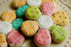 Cute flower cookies (Color Me Cookies).