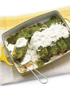 Healthy comfort food - chicken enchiladas - Roasted tomatillos and two types of chiles, packed with vitamin C, are blended into an intensely flavorful sauce. Enchiladas Verdes Recipe, Chicken Enchiladas Verde, Vegetable Enchiladas, Skinny Enchiladas, Chicken Verde, Breakfast Enchiladas, Healthy Recipes, Mexican Food Recipes, Healthy Snacks