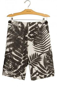Bermuda cargo explorer Osklen - 100 % algodão, super confortável. Mens Swim Shorts, Summer Shorts, Boxer Pants, Tropical Prints, Surf Wear, Surf Style, Man Swimming, Men's Apparel, Sport Shorts
