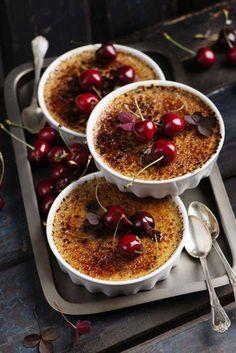 Fördela körsbär i former och häll på brylé! Extra gott blir det att servera vaniljglass eller vispad grädde till. Receptet hittar du här!