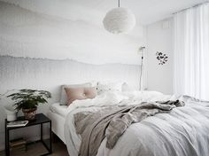 Such a lovely bedroom and the perfect lazy Sunday inspiration if you ask me. I'm in love with the aquarelle wallpaper and love the combination with the nude pink pillow and the plant in the terracotta pot. Home Bedroom, Bedroom Decor, Bedroom Signs, Bedroom Rustic, Master Bedrooms, Bedroom Apartment, Bedroom Furniture, Bedroom Ideas, Home Interior