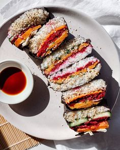 Sushi onigirazu 🌈 All the colours of the rainbow in today's lunch - sushi sandwiches! A big perk of working from home is being able to… Sushi Sandwich, Sushi Lunch, Onigirazu, Rainbow Colors, Asian Recipes, All The Colors, Plant Based, Sandwiches, Colours