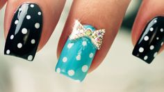 Dots and Bows on Short Nails – Nail Art