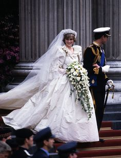 July Prince Charles marries Lady Diana Spencer in Saint Paul's Cathedral. The beginning of a big hell for Diana Princess Diana Wedding Dress, Royal Princess, Prince And Princess, Princes Diana Wedding, Prince Harry, Lady Diana Spencer, Princess Margaret, Princess Elizabeth, Princess Charlotte