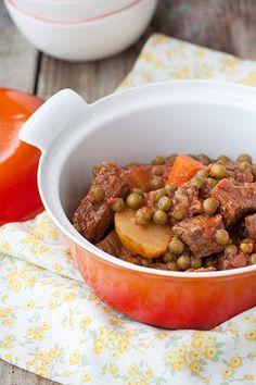 Carne con patate, piselli e carote sostituire la carne con spezzatino di soia