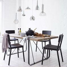 Stylische Deckenleuchte in Form einer Lichtleiste mit sieben klaren bzw. chromfarbenen Glasschirmen in unterschiedlichen Formen. #Deckenleuchte #Lampe #Impressionenversand
