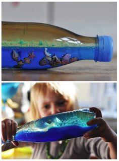 La mer dans une bouteille à faire avec les enfants: (huile + eau + colorant alimentaire)