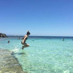 As praias da Austrália são as mais lindas que já conhecemos. Esse lugar é inexplicável. #australia #rottnestisland #praia #mar #sol #beach #trip #malaviajante #travel #deus #memoriesofrotto by malaviajante http://ift.tt/1L5GqLp