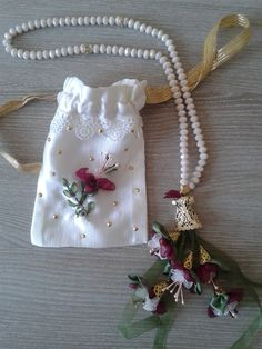 TESBİH VE KESESİ Beaded Bags, Gift Bags, Handicraft, Pouch, Embroidery, Pearls, Ribbons, Artwork, Elsa
