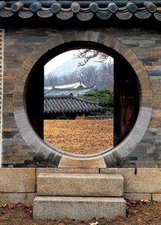월간조선 > 한옥과 한옥의 정신을 담아 낸 故 김대벽 사진작가의「한옥의 향기」
