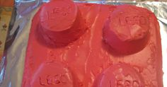 So B had a LEGO Building Party on the and I had to make LEGO brick cakes! I was going to make 1 rectangular brick from a cake pan, but B had other plans. He informed me that the recta. Diy Lego Birthday Cake, Lego Cake, Birthday Ideas, 5th Birthday, King Birthday, Winter Birthday, Cake Decorating With Fondant, Cake Decorating Tips, Lego Balloons