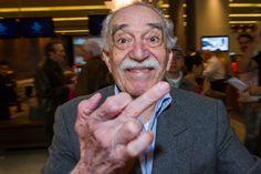 Gabriel García Márquez reaparece irreverente e apontando dedo do meio - Harper Lee, Albert Camus, Garcia Marques, Gabriel Garcia Marquez Quotes, Ego Tripping, I Salute You, We Are The World, Great Artists, Tatoos