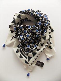 Blau-weiß-schwarzes Tuch von A-Zone - Tuchtraum