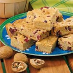 Cranberry Walnut Bars Recipe -This recipe was given to me by a friend. My family enjoys these bars as is or topped with ice cream. Desert Recipes, Fall Recipes, Cranberry Bars, How To Make Brownies, Healthy Bars, My Cookbook, Cheesecake Bars, Food For A Crowd, Cookie Bars