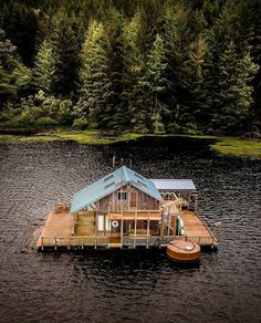 Step-By-Step Boat Plans - . - Master Boat Builder with 31 Years of Experience Finally Releases Archive Of 518 Illustrated, Step-By-Step Boat Plans Cabin Homes, Log Homes, Eco Cabin, Houseboat Living, Haus Am See, Floating House, Cabins And Cottages, Log Cabins, Small Cabins