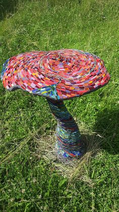 by valerie nardin Incredible mushroom. Or toadstool? Mosaic Diy, Mosaic Crafts, Mosaic Projects, Mosaic Glass, Mosaic Tiles, Mosaic Garden Art, Mosaic Designs, Mosaic Patterns, Art Patterns