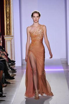 View all the catwalk photos of the Zuhair Murad haute couture spring 2013 showing at Paris fashion week. Read the article to see the full gallery. Zuhair Murad, Style Haute Couture, Couture Fashion, Runway Fashion, Spring Couture, Juicy Couture, Couture 2015, Couture Week, Beautiful Gowns