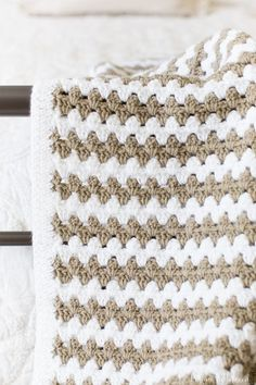 Simple granny stripe afghan! This crochet afghan is simple and repetitive with minimal counting required. Perfect for a beginner!