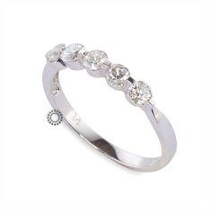 Δαχτυλίδι σειρέ με 5 διαμάντια σε κοπή μπριγιάν από λευκόχρυσο Κ18 | Δαχτυλίδια με διαμάντια online & στο κατάστημά μας στο Χαλάνδρι #δαχτυλίδι #διαμάντια #σειρέ #rings #diamonds