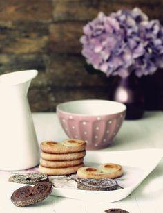 Una fiel seguidora de este blog, Fabiola, ha tenido el bellísmo detalle de enviarme unos cuantos libros de cocina, respostería, galletas, e...
