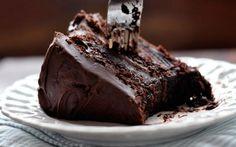 Bolo de café e chocolate é muito gostoso e super fácil de fazer, experimente essa delícia.