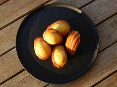 Madeleines Grand Marnier, Sushi, Pretzel Bites, Bread, Desserts, Food, Madeleine, Recipes, Biscuits