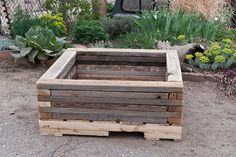 Raised Garden bed made from recycled materials Diy Garden Projects, Pallet Projects, Garden Ideas, How To Make Bed, Raised Garden Beds, Recycled Materials, Houseplants, Amazing Gardens, Garden Landscaping