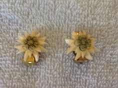 Hey, I found this really awesome Etsy listing at https://www.etsy.com/listing/205829085/floral-and-gold-toned-clip-on-earrings