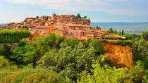 Le village de Roussillon et ses belles falaises d'ocres. 45mn de Blanche Fleur, lieu de réception, mariage. Wedding venue in Provence. www.blanchefleur.com