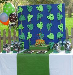 Safari decorations for party party ideas for kids jungle book themed Jungle Book Party, Jungle Theme Parties, Jungle Theme Birthday, Safari Theme Party, Dinosaur Birthday Party, 5th Birthday, Birthday Ideas, Party Animals, Animal Party