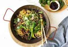 Get dinner on the table without a fuss with these simple homemade stir-fry recipes. Choose from chicken, beef, vegies or seafood and your choice of noodles of rice for an easy throw-together dish. Teriyaki Stir Fry, Asian Stir Fry, Easy Stir Fry, Tasty Noodles Recipe, Chicken Stir Fry With Noodles, Homemade Stir Fry, Asian Recipes, Ethnic Recipes, Oriental Recipes