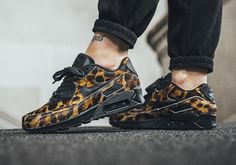 We just saw the Nike Air Max 90 in a wild leopard print upper, and it looks like another ferocious feline's pattern covers the classic runner. The speedy cheetah is featured across this next women's Air Max 90 constructed in … Continue reading →