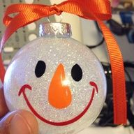 Cute Christmas Crafts For Toddlers - Bing Images Christmas Crafts For Gifts, Christmas Ornament Crafts, Christmas Goodies, Homemade Christmas, Christmas Snowman, Christmas Projects, Christmas Holidays, Christmas Bulbs, Christmas Decorations