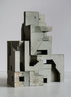 David Umemoto est un architecte et sculpteur canadien qui vit et travaille à Montréal. Inspiré depuis toujours par l'architecture antique d'Amérique du Sud