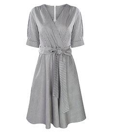 Đầm xòe cổ V phối sọc thời trang