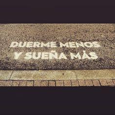 """""""Que nunca os falte un #sueno por el que #luchar, algo nuevo que #aprender, un #hogar donde ir y alguien a quien #querer"""" @boamistura en #Barcelona"""