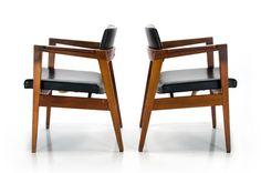 """COOCOOU27 - pr. mid century """"classic"""" arm chair """"Gunlock c.1950"""