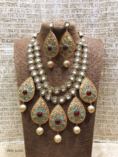 Turquoise Jewelry Outfit Kundan and Meena set - Kundan necklace and Meenakari pendant. Royal look from Rajasthan . Comes with matching earrings. 24k Gold Jewelry, Turquoise Jewelry, Beaded Jewelry, Jewelery, Mughal Jewelry, India Jewelry, Ethnic Jewelry, Bridesmaid Jewelry Sets, Bridal Jewelry