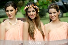 Nada más trend en esta temporada 2013 que el coral y las diademas florales. #Bridesmaids #Ebodas
