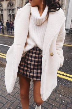 White turtleneck sweater and coat with plaid mini skirt outfit Winter Outfits For Teen Girls, Winter Fashion Outfits, Fall Winter Outfits, Outfits For Teens, Casual Outfits, Ootd Winter, Casual Winter, Winter Clothes, Cozy Fall Fashion