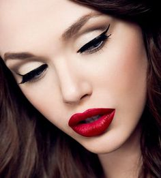 Perfect makeup! Red lipstick, love! * u *