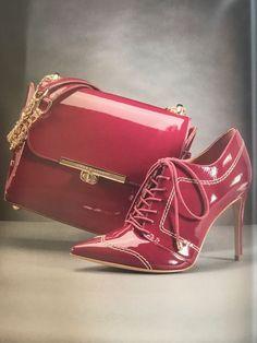 Passende Schuhe und Tasche Muss für Mode Liebhaber #Mode Pretty Shoes, Beautiful Shoes, Luxury Bags, Luxury Handbags, Dior, Shoe Boots, Shoe Bag, Guess Shoes, Clutch