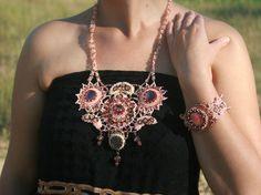 Розовый комплект из бисера, браслет из бисера,розовое колье из бисера, бисер, украшения их бисера