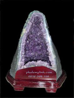 Hốc đá tinh thể Thạch Anh Tím tuyệt đẹp,hốc sâu,tinh thể lớn đều màu...     http://phongthuyvadoisong.com/  http://phongthuyvadoisong.com/268/San-Pham/Da-Quy-Cong-Ty-Vang-Bac-Da-Quy-Da-Quy-Phong-ThuyTu-Nhien-Theo-Tuoi.htm